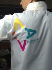Печать логотипа на куртке