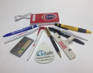 Зарядные устройства (Power Bank) с логотипом и другие фирменные сувениры.