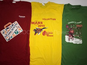 Шелкография на футболках разных цветов
