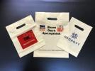Белые пакеты ПВД разных размеров с печатью логотипов